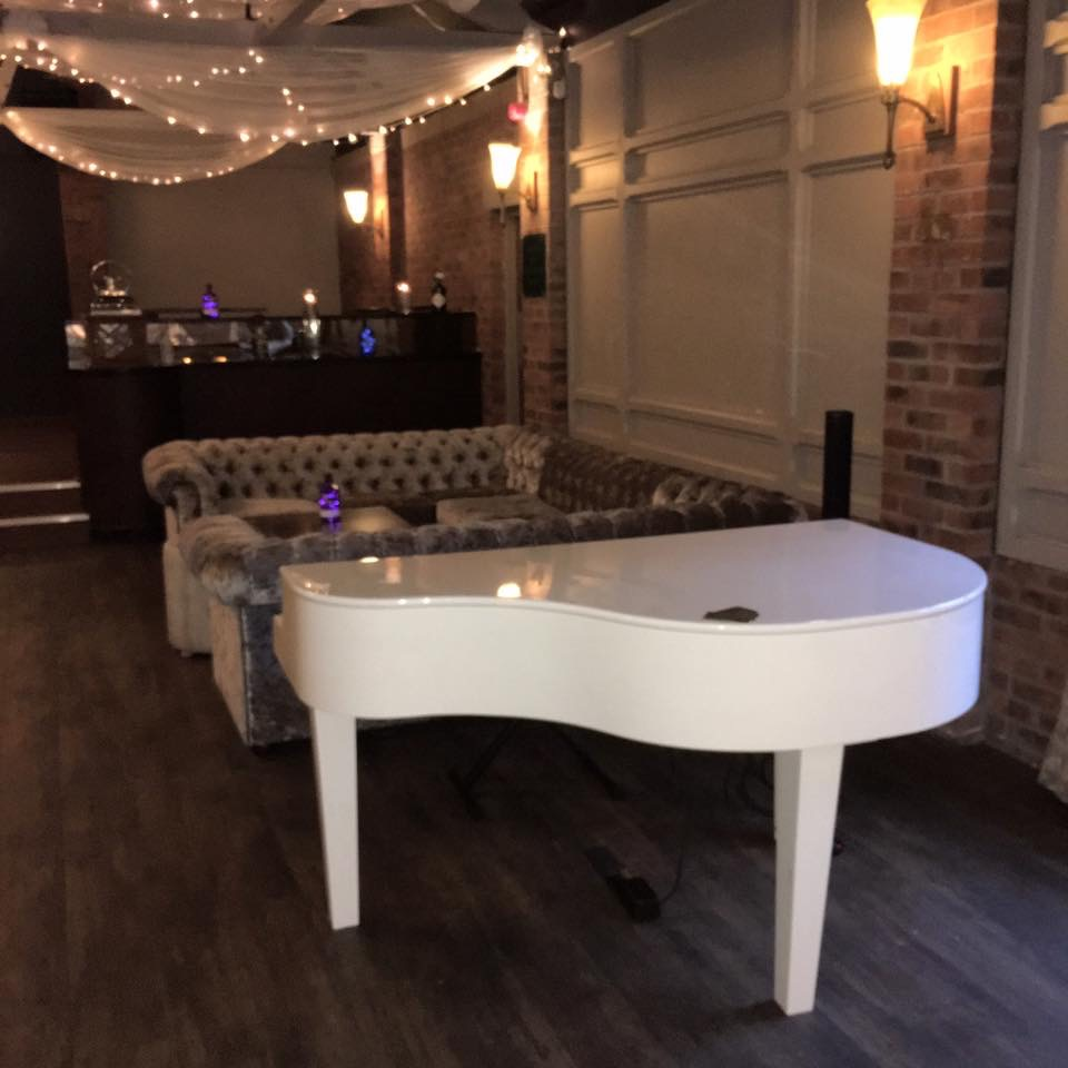 Wedding reception pianist for Bartle Hall