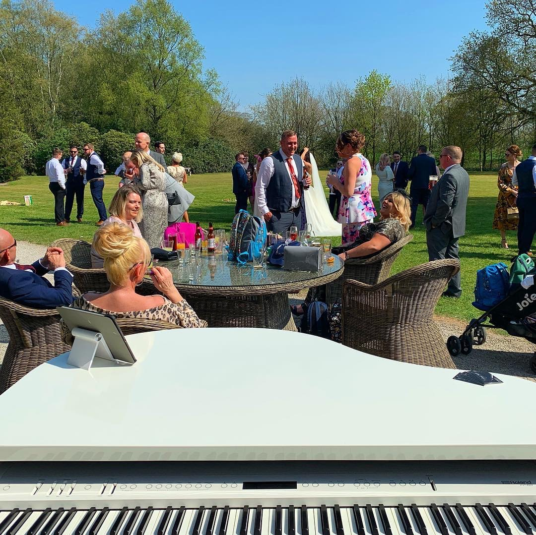 Piano player for Bartle Hall drinks reception