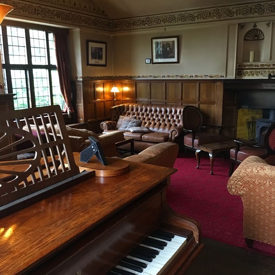 Drinks reception pianist for Broadoaks Country House weddings