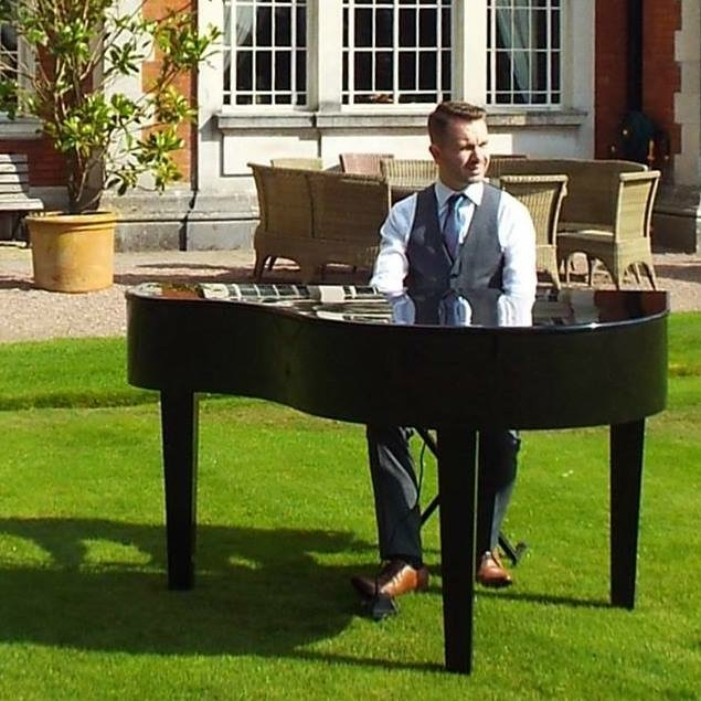 Craig Smith Wedding Pianist playing outside at Eaves Hall