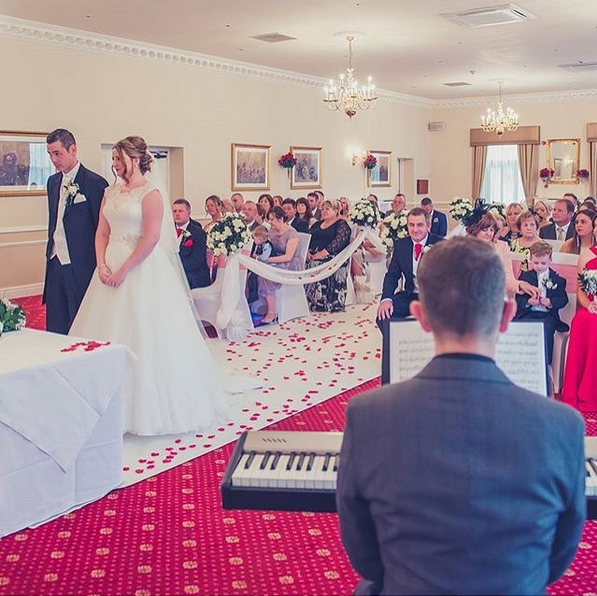 Farington Lodge wedding pianist: piano for Farington Lodge wedding ceremony, drinks reception or wedding breakfast - Photo: Jo Tilley