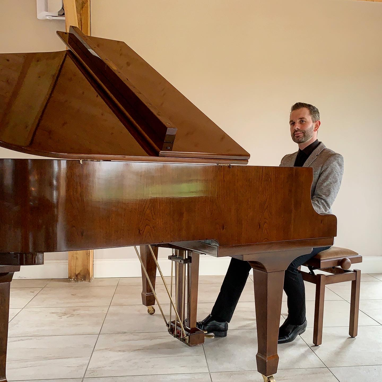 Wedding pianist for Merrydale Manor weddings
