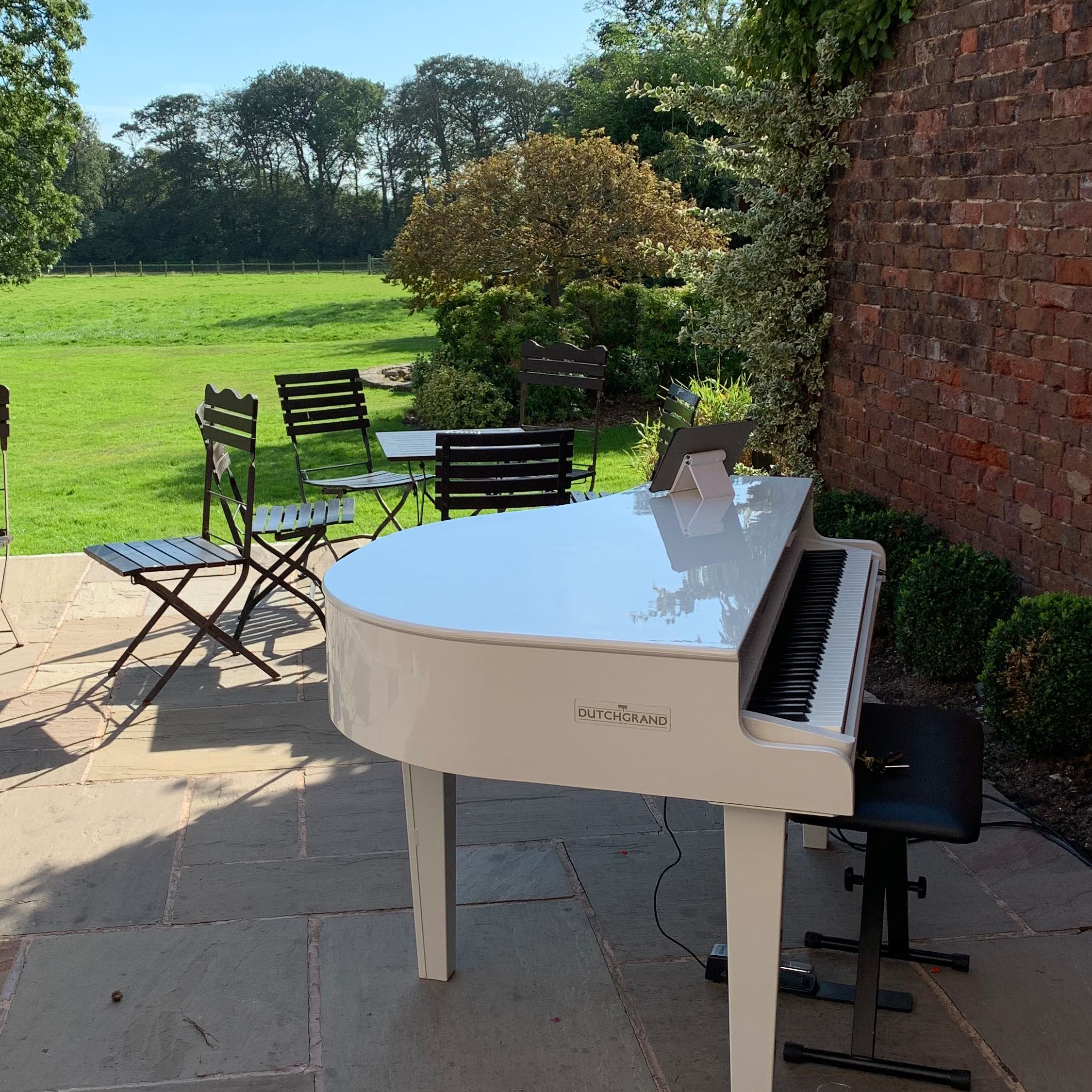 Singleton lodge recommended suppliers pianist Craig Smith